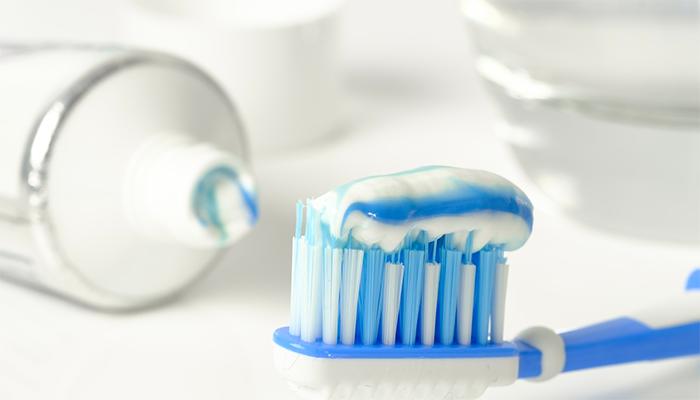 Чистить зубы во сне - толкование снов с чисткой зубов по сонникам
