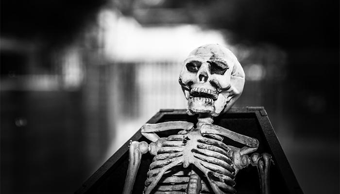 К чему снится покойник в гробу — толкование сна по сонникам Ванги, Миллера и Ислама