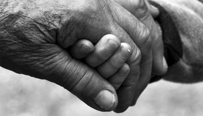 К чему снится покойная бабушка - толкование по сонникам