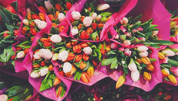 К чему снится букет цветов — толкование по сонникам