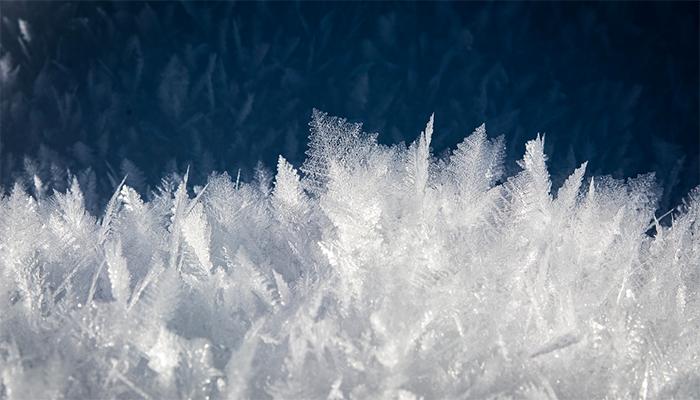 Ходить босиком по снегу - к чему снится такой сон?