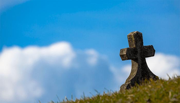 К чему снится могила? Толкование страшного сна по сонникам