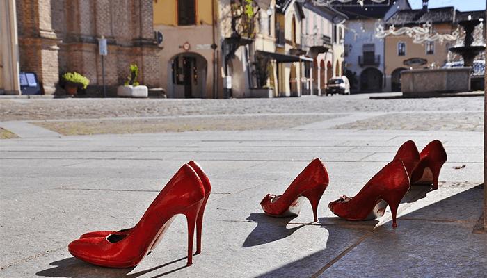 К чему снится обувь - подробное толкование сна по сонникам