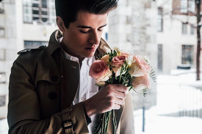 Цветочный сон или к чему мужчины дарят цветы во сне?