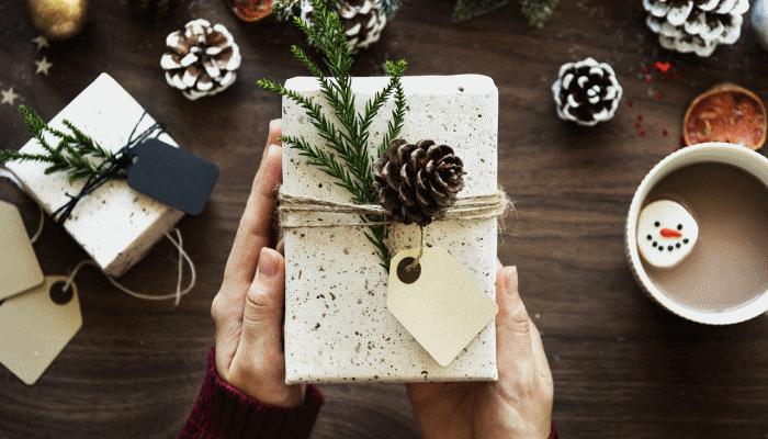 дарить-подарок-во-сне-другу