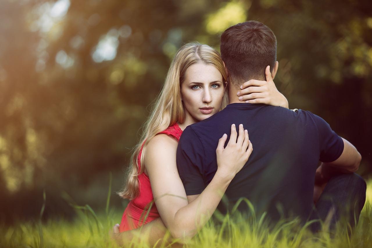 Если во сне изменила жена – к чему это?
