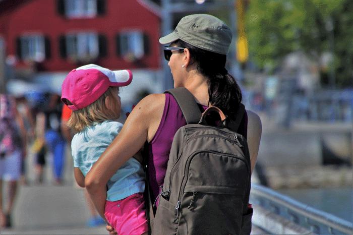 Держать ребенка на руках - к чему снится сон?