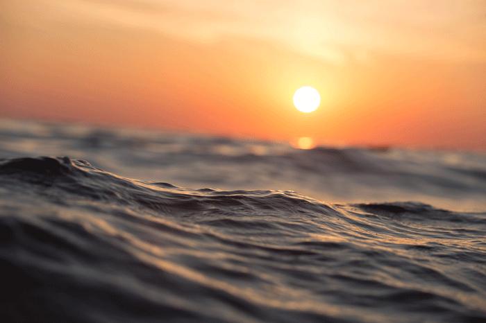 Спасать людей из воды - к чему снится такой сон?