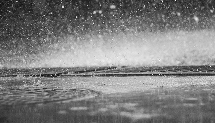 К чему снится дождь - толкование сна по сонникам