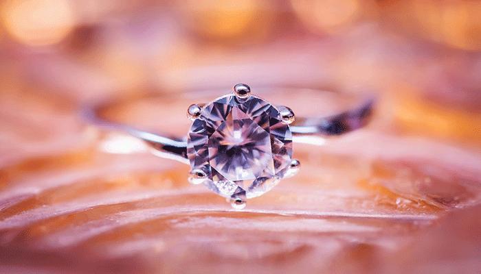 К чему снится кольцо — толкование по популярным сонникам