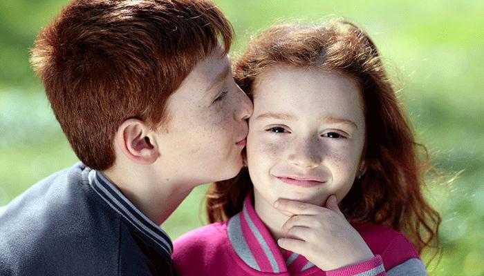 Поцелуй в щеку: метафорическое значение сна