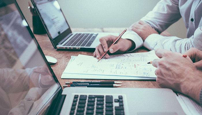 Сновидения о работе: от коллег до начальника — толкование по популярным сонникам