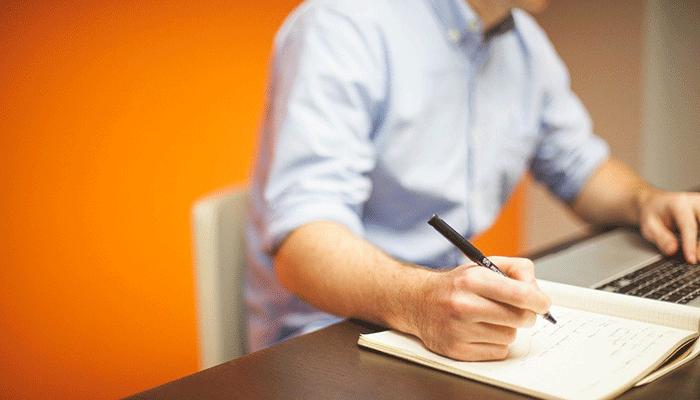 Сновидения о работе: от коллег до начальника - толкование по популярным сонникам