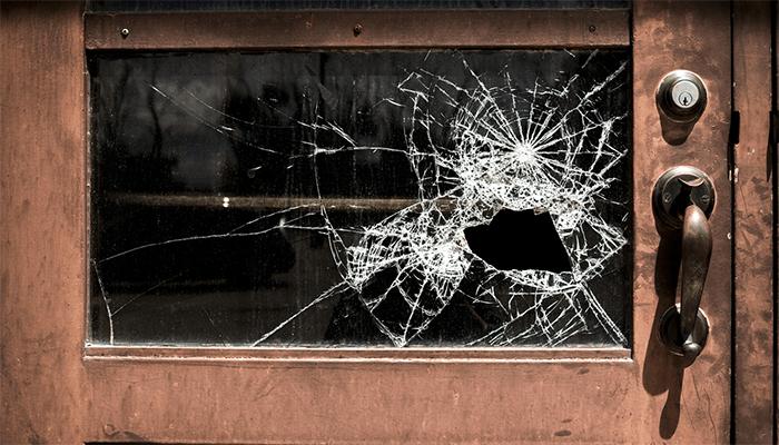 Видеть разбитое стекло во сне - хороший или плохой знак?