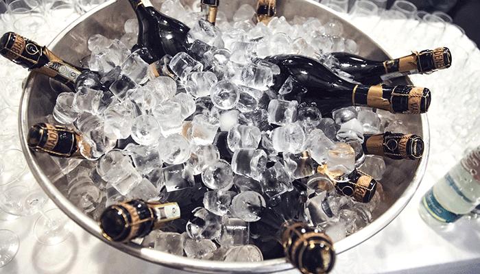 Вином кипит сияющий хрусталь - к чему снится шампанское