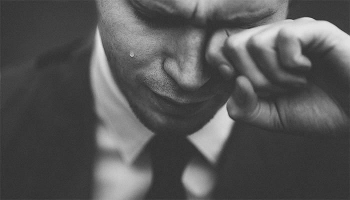 К чему снятся слезы? Толкование сна по сонникам